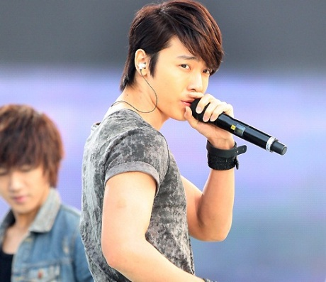 Which idol has the best eye ? Donghae201005312353421001_1